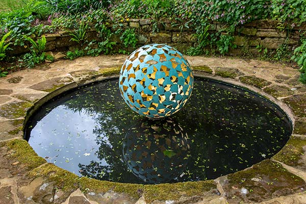The 'water globe' – natural lighting?